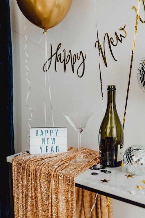 Kostenloses Stock Foto zu champagner, dezember, drinnen