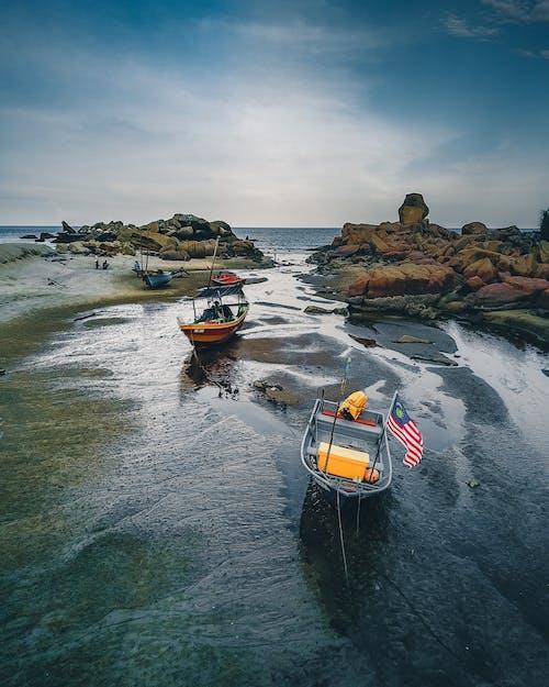 Foto d'estoc gratuïta de aigua, barca, caiac, embarcació d'aigua