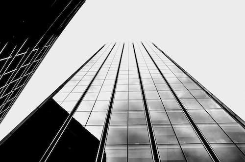 Бесплатное стоковое фото с архитектура, здание, монохромный, небоскреб