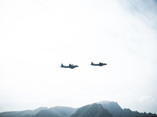 Kostenloses Stock Foto zu aviate, berge, fahrzeug, fliegen