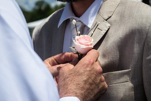 Gratis stockfoto met bestman, bloem, boutonniere, bruidegom