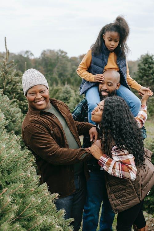 Základová fotografie zdarma na téma afroamerické rodiny, bezstarostný, černá rodina, chlad