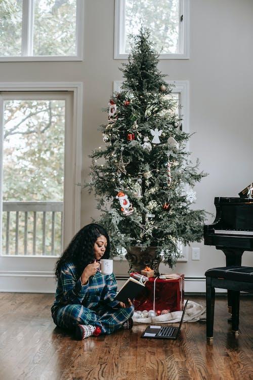 Безкоштовне стокове фото на тему «афро, афро-американська жінка, вдома, відпочивати»