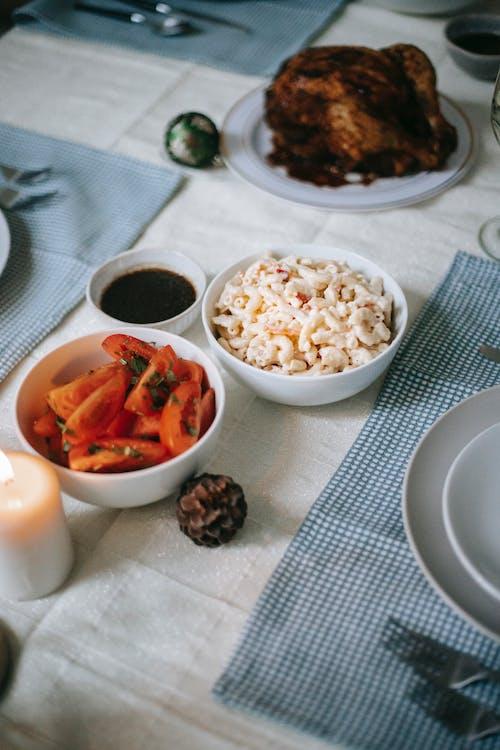 Leckere Gerichte Auf Dem Tisch Während Des Weihnachtsessens
