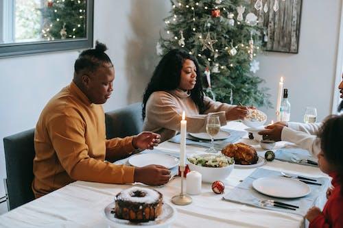 Безкоштовне стокове фото на тему «Апетитний, афроамериканці, вечеря»