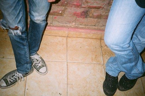 Immagine gratuita di blue jeans, calzature, casual, denim