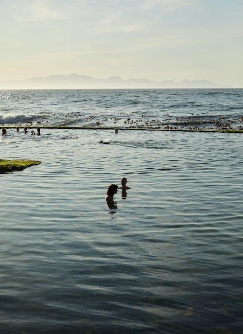 2 Personas En El Agua