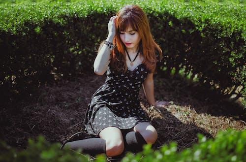 Základová fotografie zdarma na téma atraktivní, dáma, dospívání, držení těla