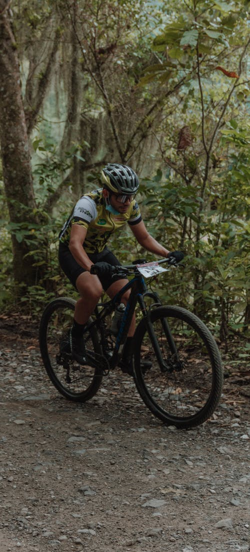 Immagine gratuita di abbigliamento sportivo, andare in bicicletta, casco