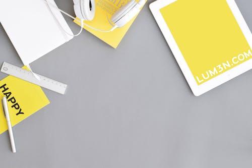 Fotobanka sbezplatnými fotkami na tému biela, Copyspace, domáca kancelária, flatlay