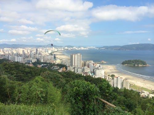 Gratis arkivbilde med blått hav, brasil, byens skyline