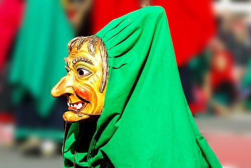 Kostenloses Stock Foto zu bunt, farbenfroh, holzerne maske, karneval