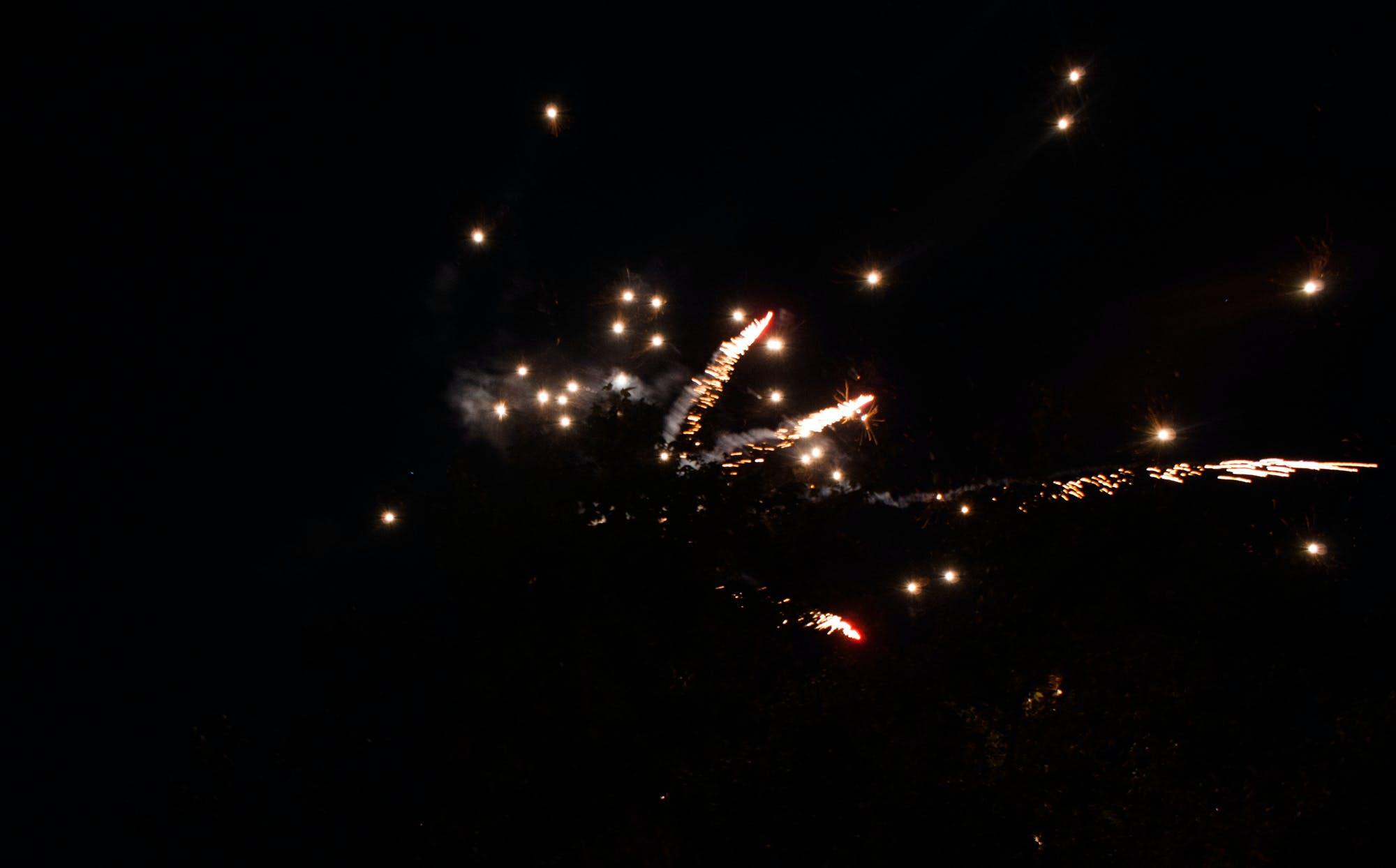 Darmowe zdjęcie z galerii z fajerwerki, zimne ognie