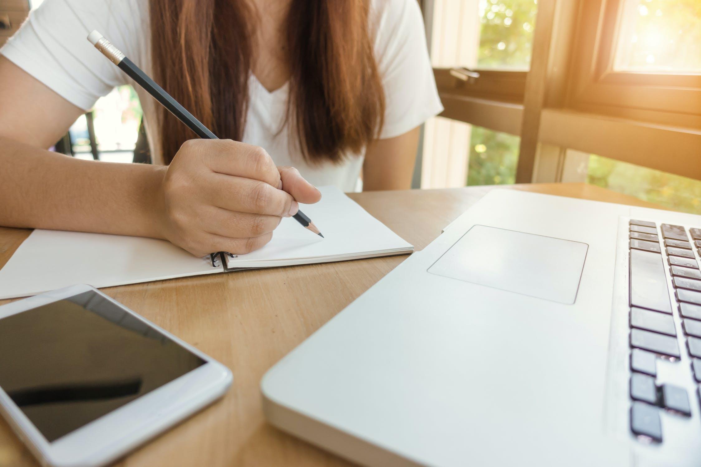 勉強時におけるエナジードリンクの効果やメリット