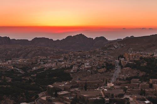 Безкоштовне стокове фото на тему «Захід сонця, Ліхтарі, місто, пустеля»