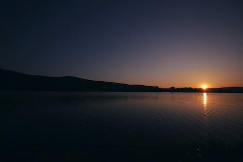 คลังภาพถ่ายฟรี ของ ตะวันยามเย็น, ตะวันลับฟ้า, ท้องฟ้าตอนเย็น, น้ำ