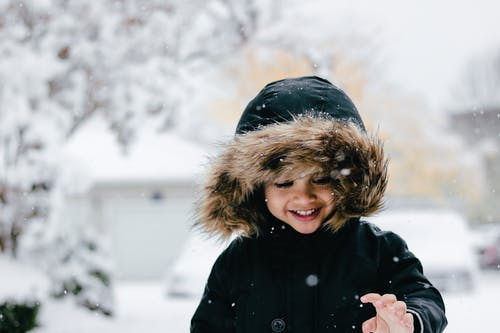 Gratis arkivbilde med baby gutt i snø, guttebarn, snø