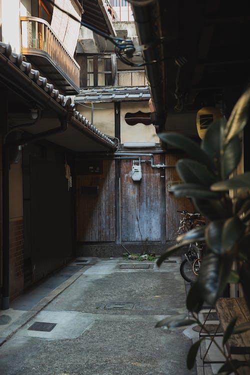 Gratis arkivbilde med anlegg, arkitektur, balkong