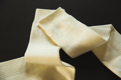 Foto profissional grátis de acessório, algodão, amassado, amassar