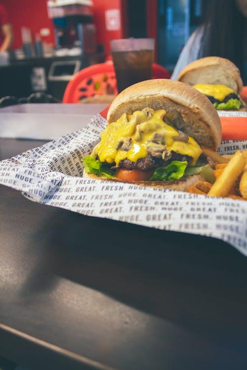 Immagine gratuita di cheeseburger, chignon, cibo, delizioso