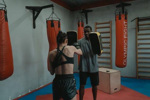 Foto profissional grátis de academia de ginástica, aquecer, atividade física