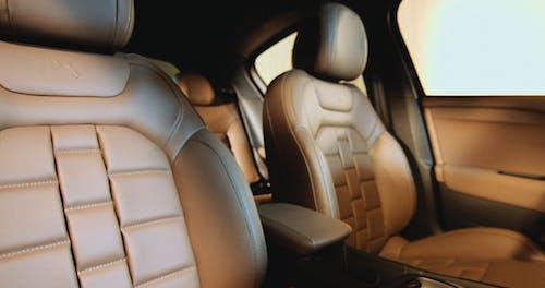 Photos gratuites de intérieur de voiture, siège en cuir, voiture de luxe