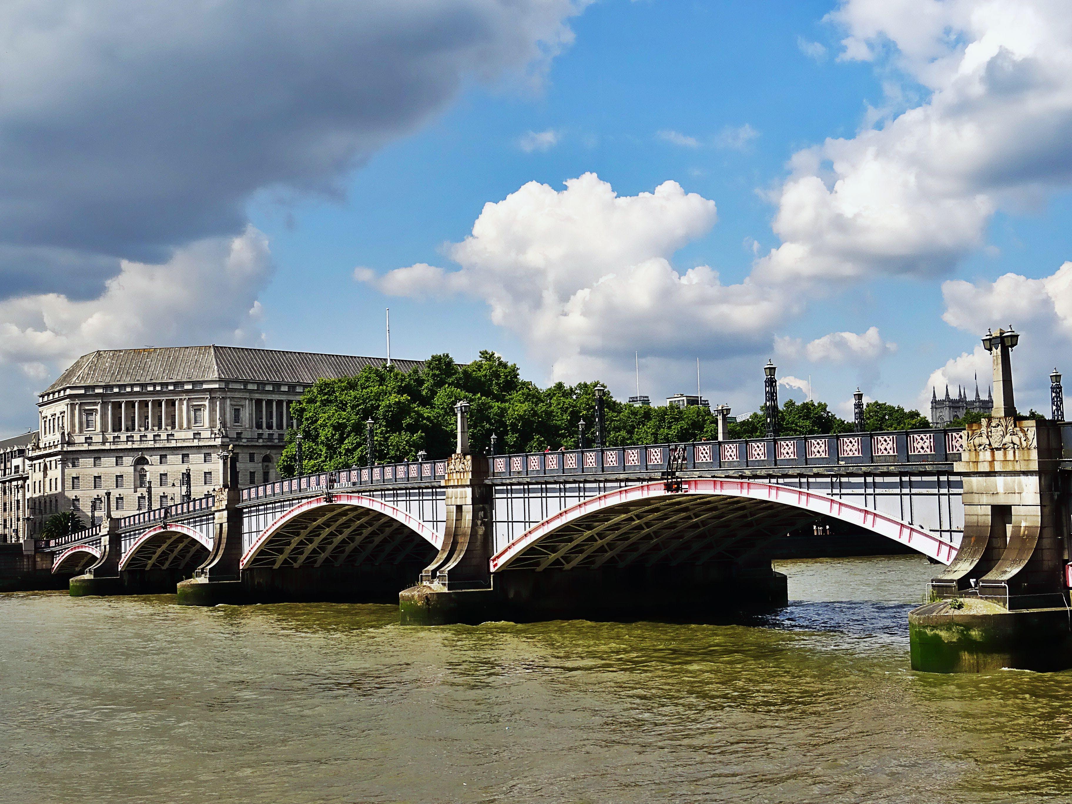 Foto profissional grátis de água, arquitetura, canal, céu