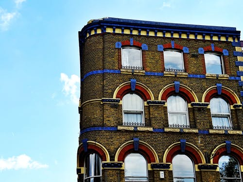 apartmanlar, bina, bulutlar, cephe içeren Ücretsiz stok fotoğraf