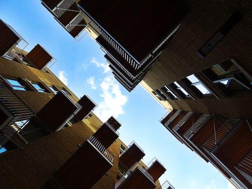 Ingyenes stockfotó ablakok, alacsony szögű felvétel, építészet, épület témában