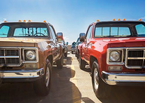 Бесплатное стоковое фото с gmc, автомобиль, голубое небо, грузовик