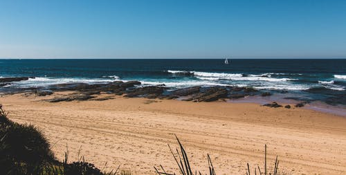 Ilmainen kuvapankkikuva tunnisteilla aallot, hiekka, hiekkaranta, horisontti