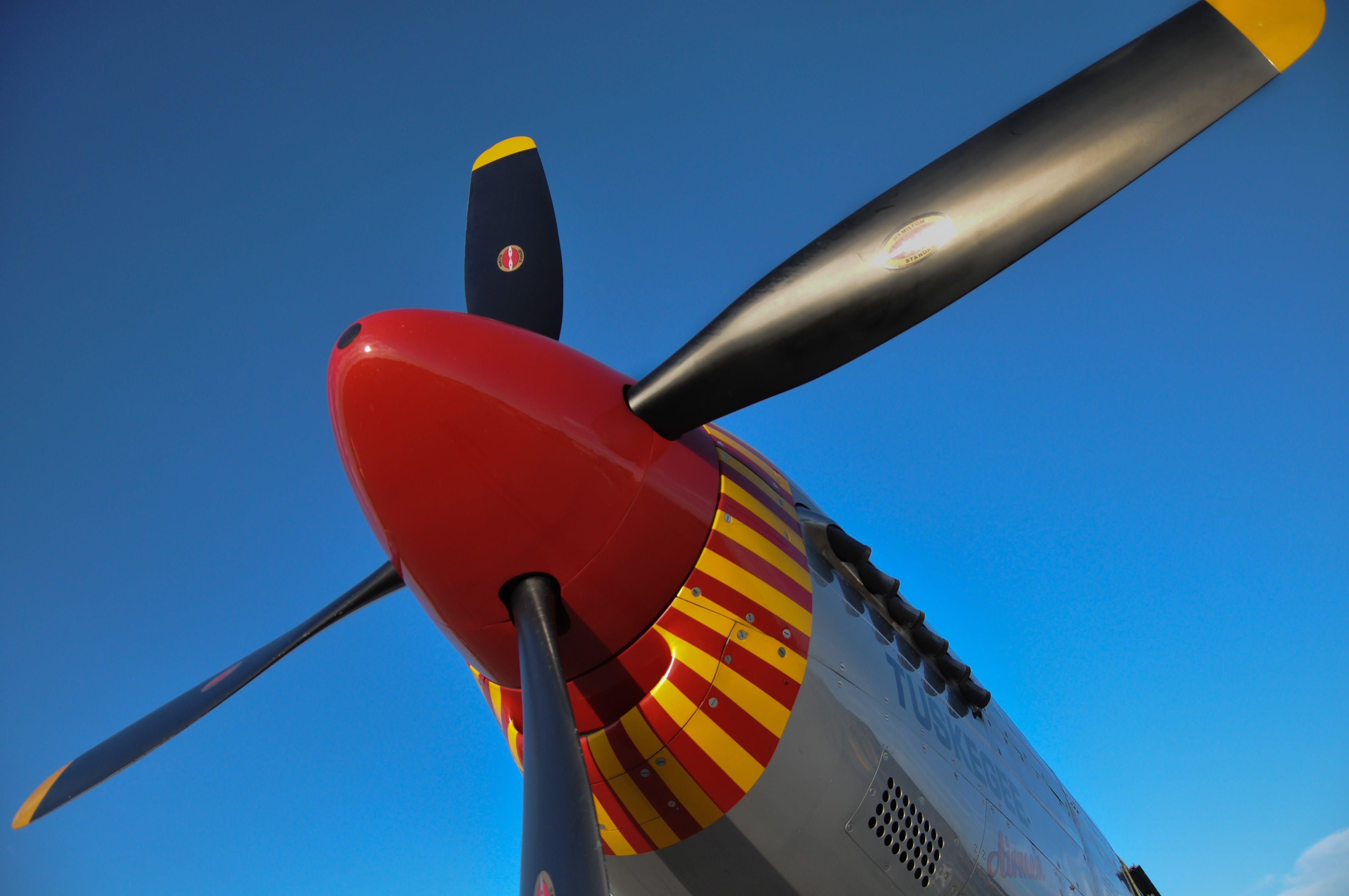 Бесплатное стоковое фото с p51c, redtail, винтовой самолет, мустанг p51c