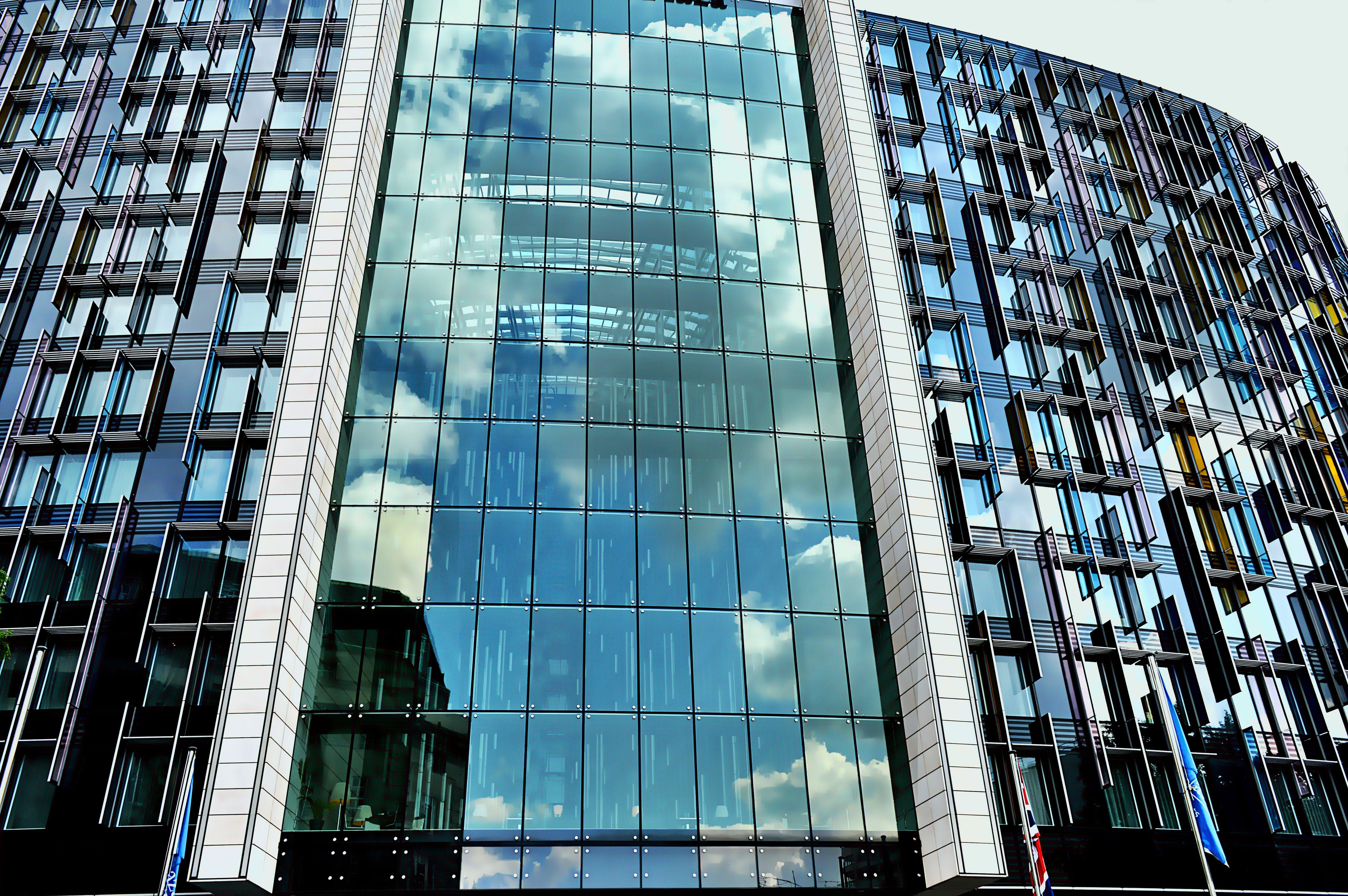Ingyenes stockfotó alacsony szögű felvétel, belváros, építészet, épület témában