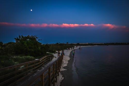 Photos gratuites de coucher de soleil, eau, lune, plage