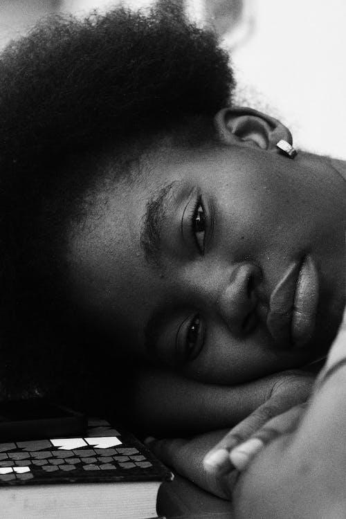 Fotos de stock gratuitas de afro, agradable, al aire libre, apariencia
