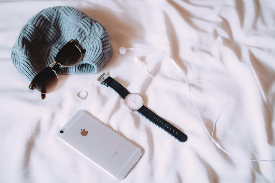 beanie, iPhone, ring