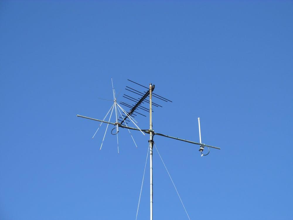 aerials, blue sky, discone