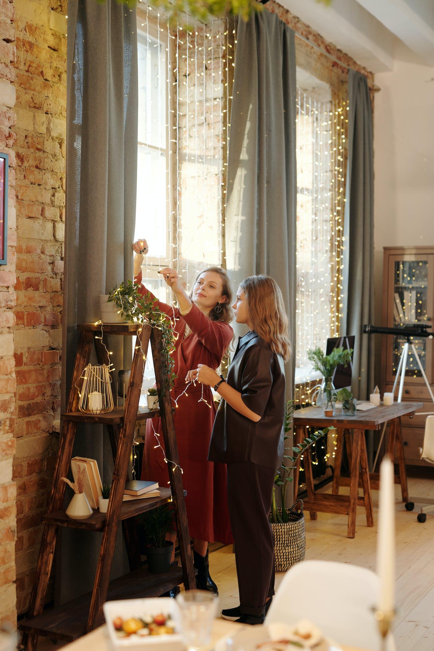 Бесплатное стоковое фото с в помещении, Взрослый, декорирование