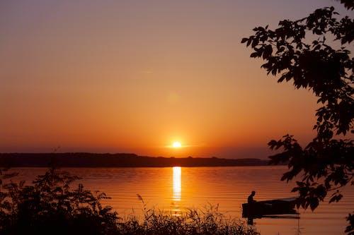 Fotobanka sbezplatnými fotkami na tému človek, horizont, les, loď