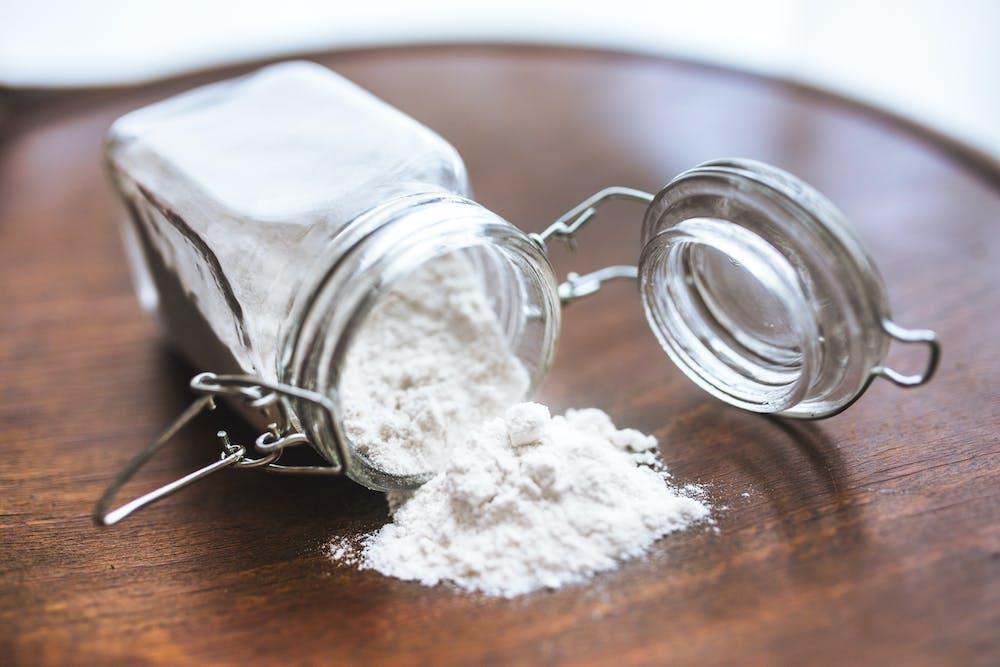 Flour in a jar. | Photo: Pexels
