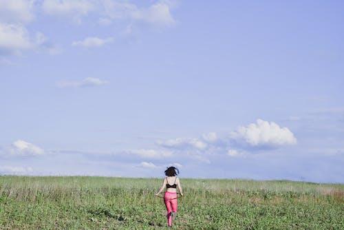 Kostenloses Stock Foto zu #photographyinnature, #womeninnature, außenaktivität, außerorts