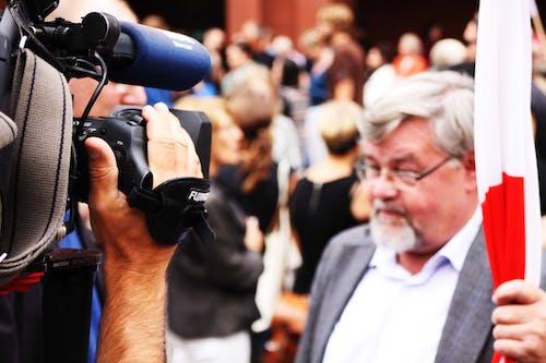 Бесплатное стоковое фото с журналист, журналистика, камера, люди