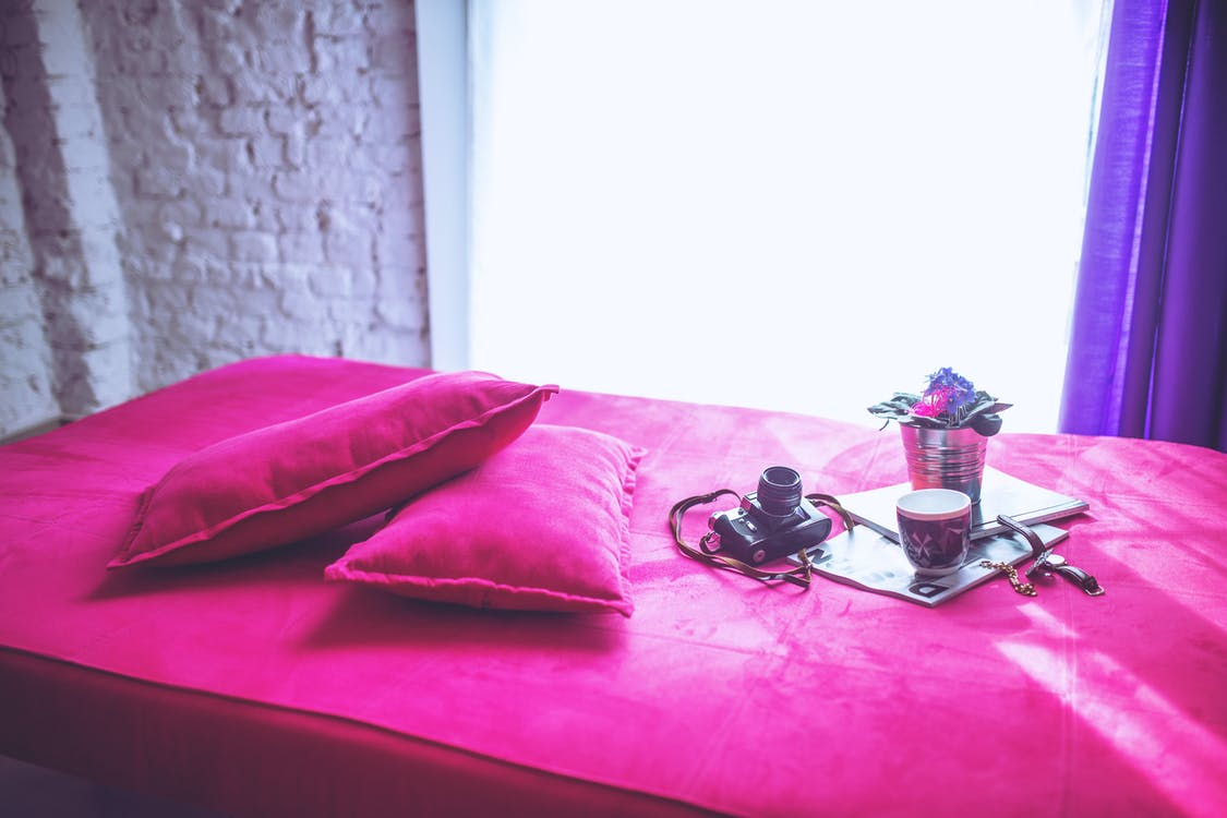 Pink bed & pillows