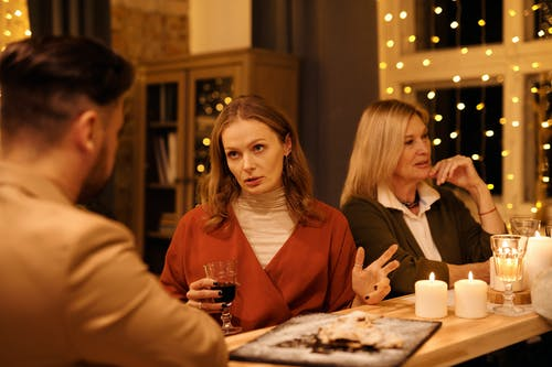 Familia Cenando Juntos En Navidad