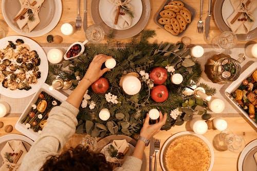 Tampilan Atas Meja Set Up Untuk Makan Malam Natal