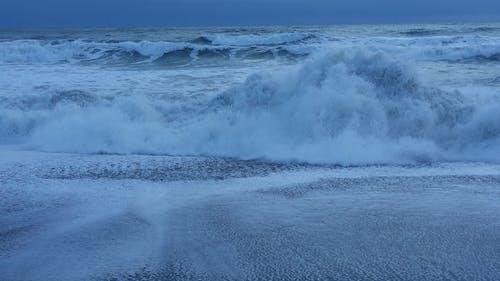 Fotobanka sbezplatnými fotkami na tému bezútešný, pláž, surf, zima