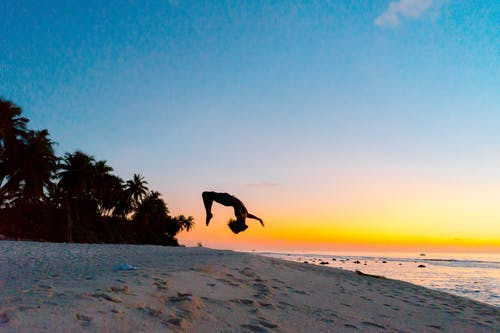 Fotobanka sbezplatnými fotkami na tému človek, exteriéry, krajina pri mori