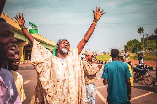 Základová fotografie zdarma na téma africké muži, nigérie, venku