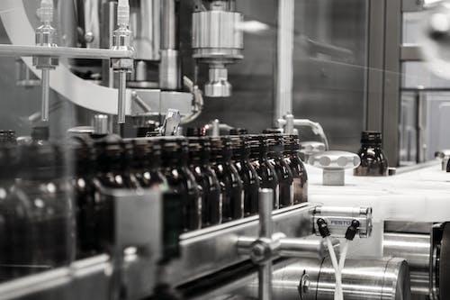 Kostenloses Stock Foto zu fabrik, flaschen, medikament