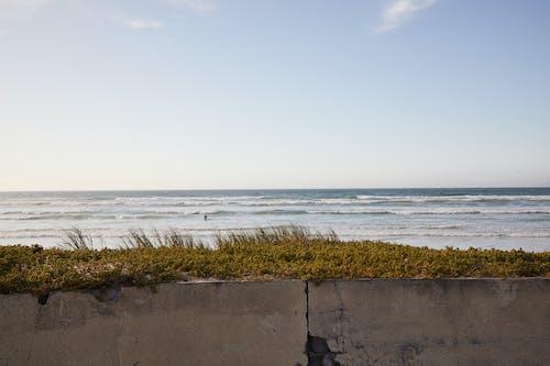 蕩漾海附近的水泥圍欄